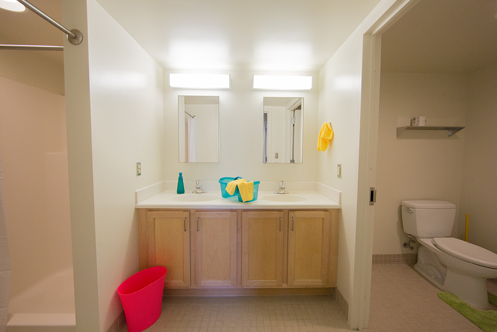 Ensuite Bathroom Vernon short-stay groups single bedrooms | summer & conference housing