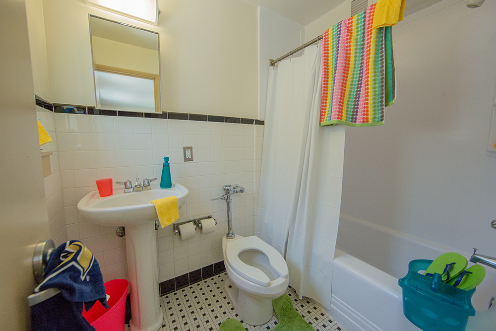 Ensuite Bathroom Vernon short-stay groups shared units | summer & conference housing