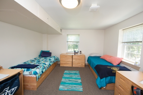 A Hillside two-person room on the Mount Vernon Campus