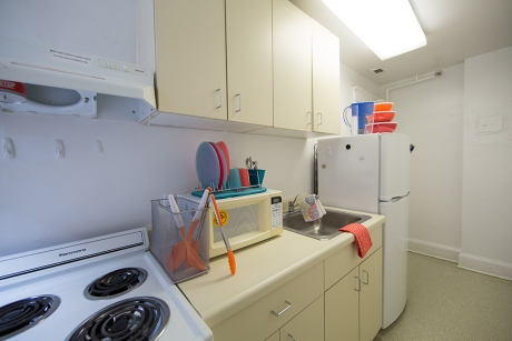 Building Group 1 Studio Apartment: Guthridge Hall, Kitchen