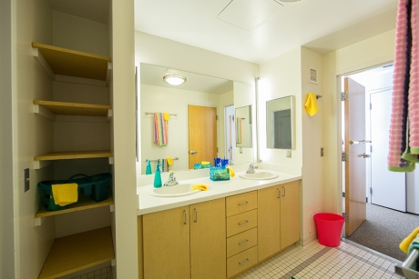 A Somers Hall adjoined bathroom on the Mount Vernon Campus